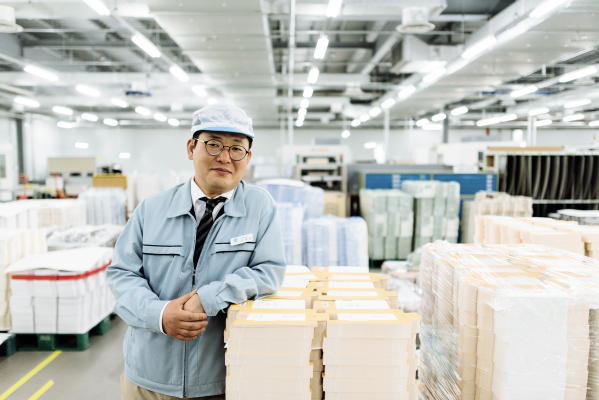 Daewan Kin in Pacific Package Warehouse