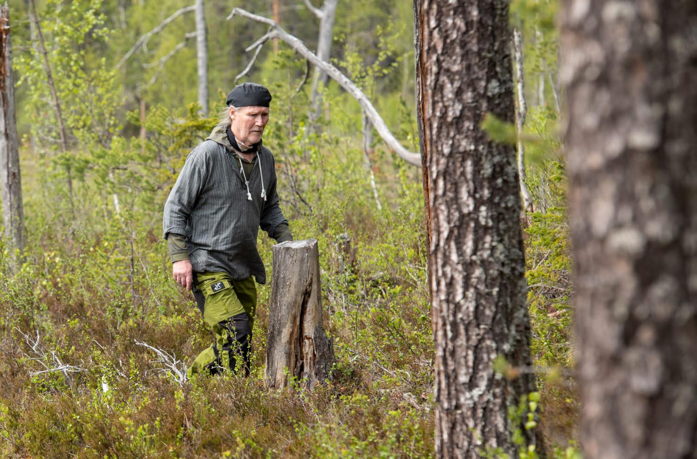 Bernt Ove Viklund under invigningen av Holmens första kunskapsskog - Kunnådalen. Foto: Leif Wikberg.