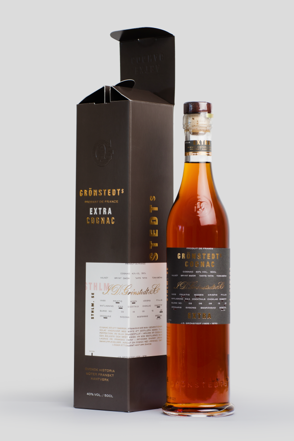 Gronstedts Cognac bottle standing next to its paperboard packaging